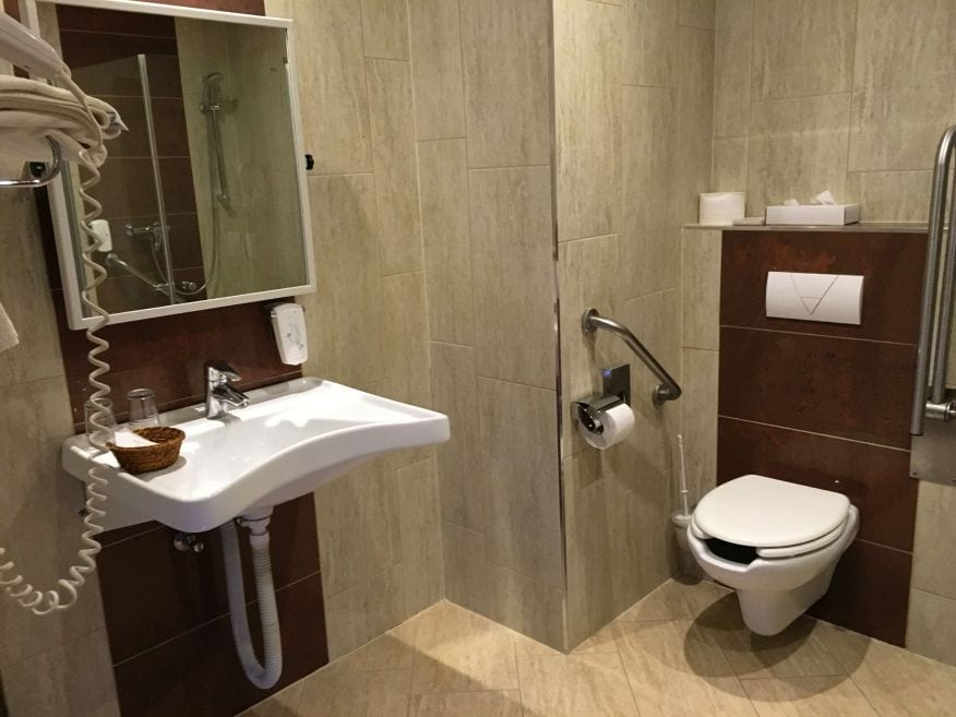 Hotel Makár Sport & Wellness Szálloda Pécs - Akadálymentesített Fürdőszoba