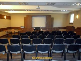 emeleti konferenciaterem-vetítő