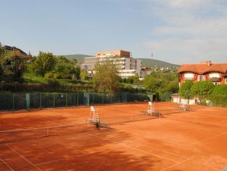 Hotel Makár-szabadtéri teniszpályák, tennis courts
