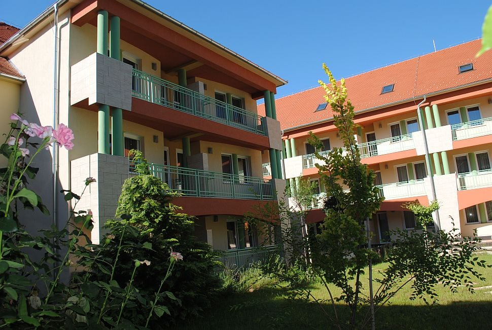 hotelmakar-central-garden