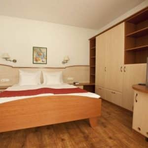 Atrium (3*) 1 Person/night:17 400 HUF (57 €)2 Person/night: 19 900 HUF (65 €)