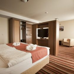 Deluxe (4*) 28.900 HUF/2 Person/night; More Nights: 27.500 HUF/2 Person/night