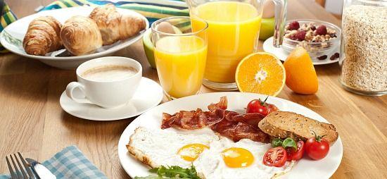 üzleti reggeli