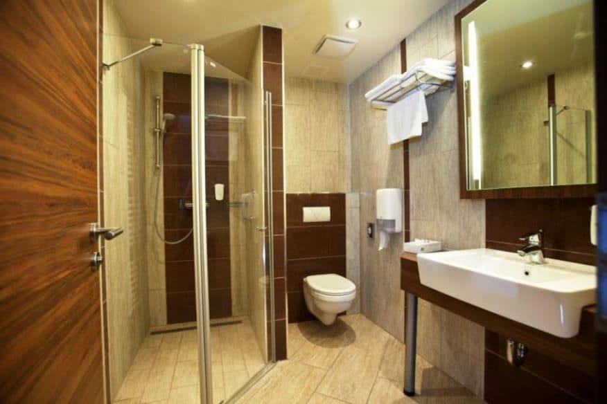 hotelmakar-superior-bathroom