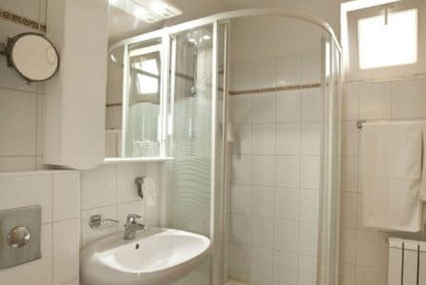 hotelmakar-atrium-bath