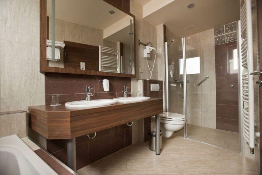 Hotelmakar-deluxe-bathroom