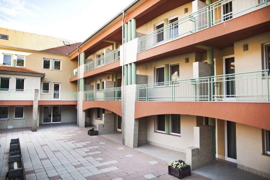 hotelmakar-central-gardenside